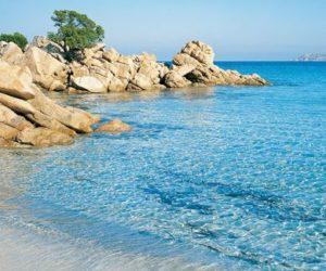 Arzachena Costa Smeralda Spiaggia Capriccioli nord con rocce e ginepri